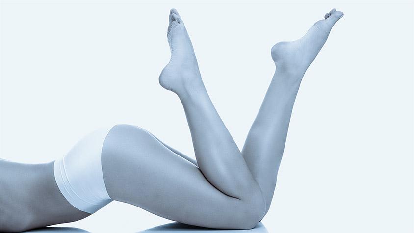 Gambe, glutei e pelle perfette donna dopo trattamento corpo