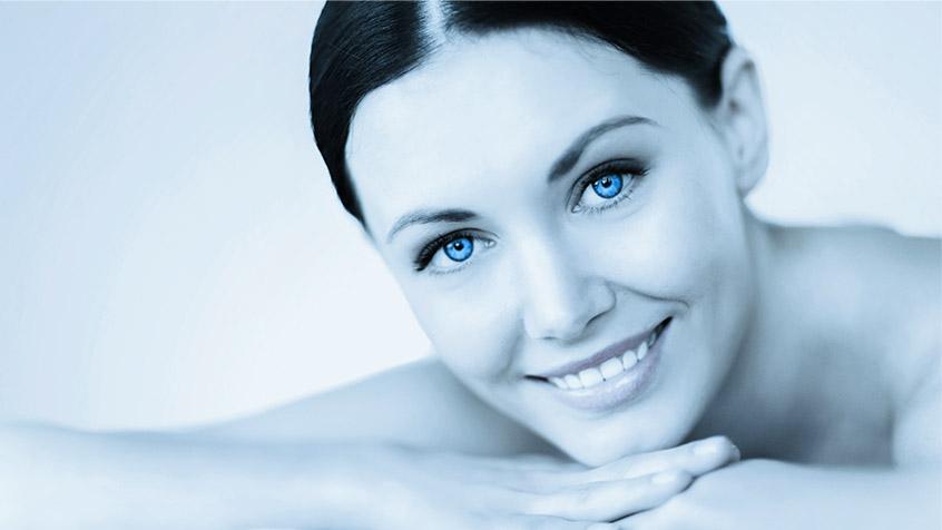 Modella trattamento ringiovanimento viso