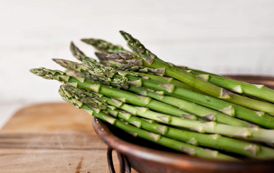 gli asparagi sono cibi drenanti
