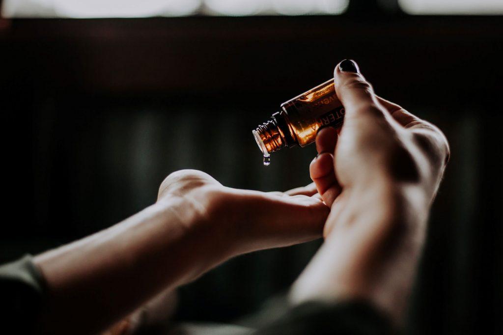 oli essenziali per la cura della pelle