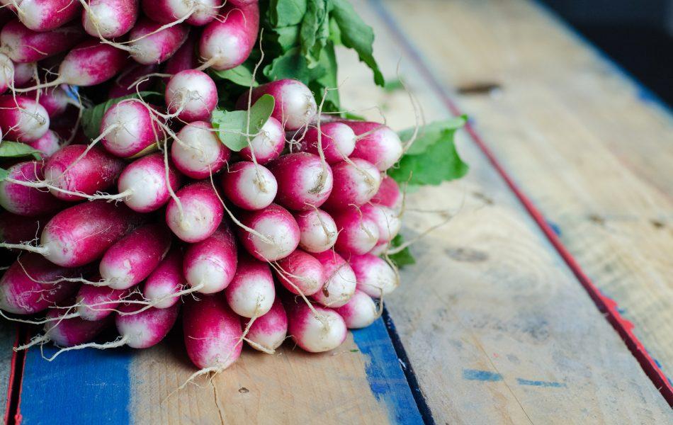 i ravanelli, ricchi di potassio, sono tra i migliori cibi drenanti