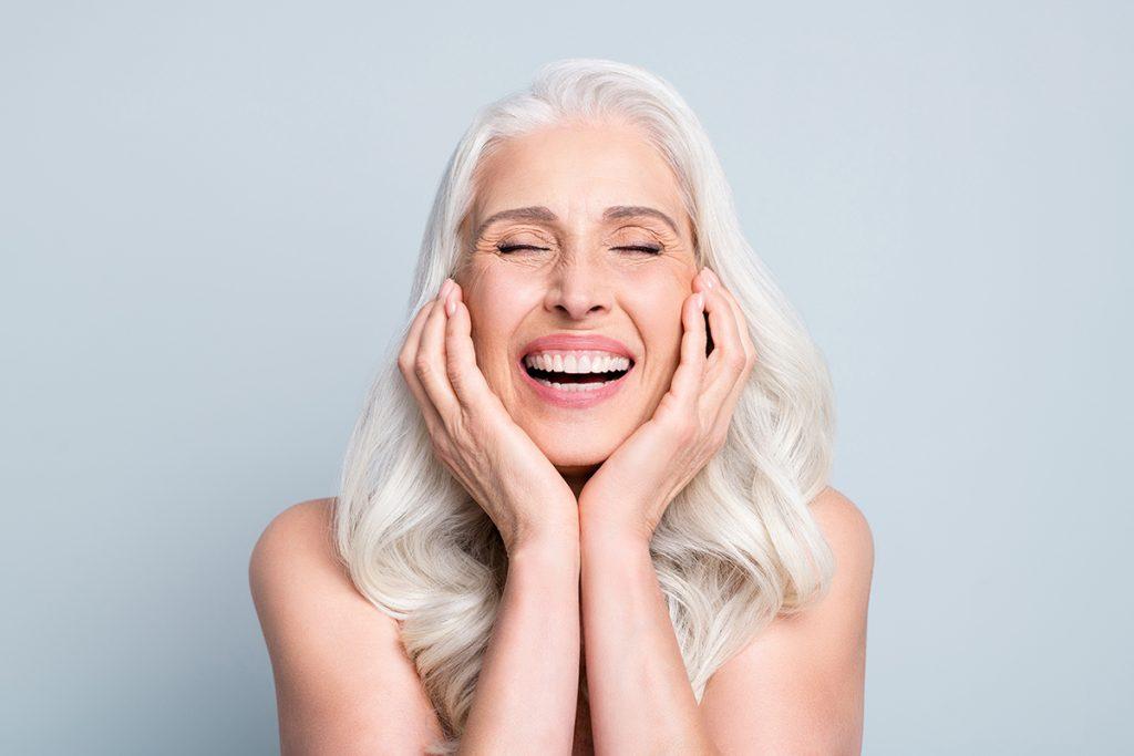 bella donna matura che sorride